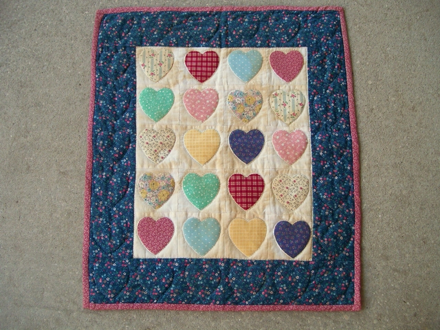 QS 06  - 20 Hearts doll quilt-