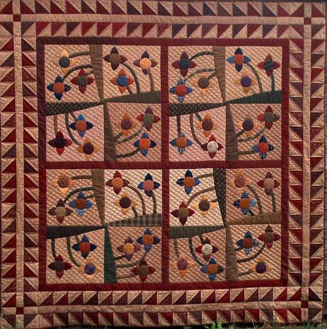 pieced, appliqued, machine quilted quilt for sale