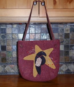 "Becky Hoffmann surprised me today with pictures of her ""Ewe Old Bag"" purse. I love that she put her own applique design on the front. You did a great job Becky...thanks for sharing!-parlor, becky hoffmann, eweold bag purse"