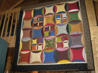 "Carol Edwards sent me her version of ""Peter Paul and Aunt Mary"" Carol said she wasn't on speaking terms with curves while making this quilt! But, now that it's over...YES! YEAH CURVES! It's a great one Carol.-parlor, carol edwards, peter paul and aunt mary"