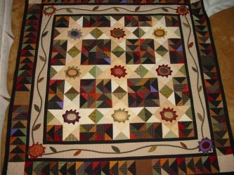 Carol Reigle sent me this picture of her Pretty Pansy Posey Patch. She added two small black borders to her quilt....IT'S WONDERFUL! Thanks Carol for sharing.