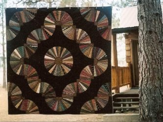Cheryle Harte has done it again! Look at this fantastic Fanshawe Dam......it's absolutely wonderful. Below you will see a close up of the center. A super job once again Cheryle! Thank you for sharing. Be sure to check out the back of Cheryle's quilt on th