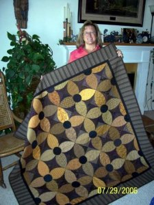 Kathy Duncan, who works at the Buggy Barn, sent me her version of Summer Susans. It's absolutely gorgeous and she found that after being somewhat nervous about it, it turned out completely square and layed flat to boot!!!! Yeah! Great job Kathy and thanks