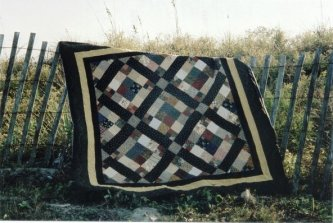 Peggy Marshall, another gal from Low Country Quilting, made this The Old Nag. What a lovely setting for a picture.-