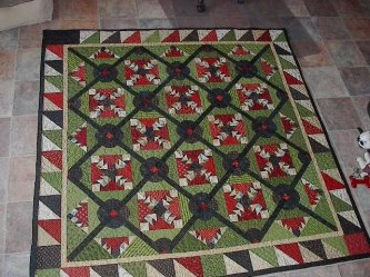 Susan Knaack from Ar...sent me her finished Bulls Eye Quilt. Sue took the class last year at Primitives of the Midwest and I was so excited to see her to it her way.........This red, green, cream and black quilt is absolutely stunning! Thanks so much for-parlor, Susan Knaack from Ar, bulls eye