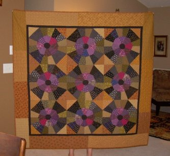 Victoria Carlson also made this beautiful Aunt Ree's Raspberry Jam. Again, Victoria hand pieces all her quilts. Great job!